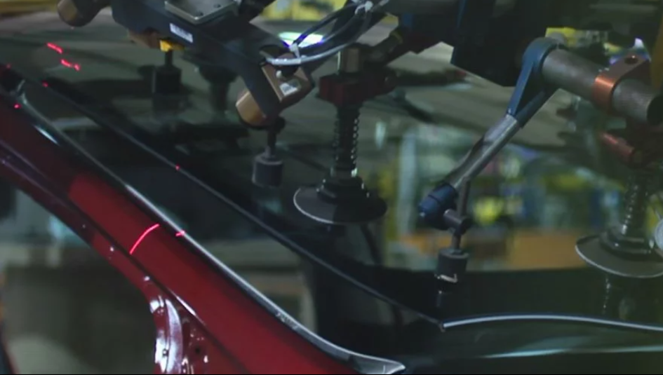 Automated windshield alignment using laser guidance in automotive manufacturing