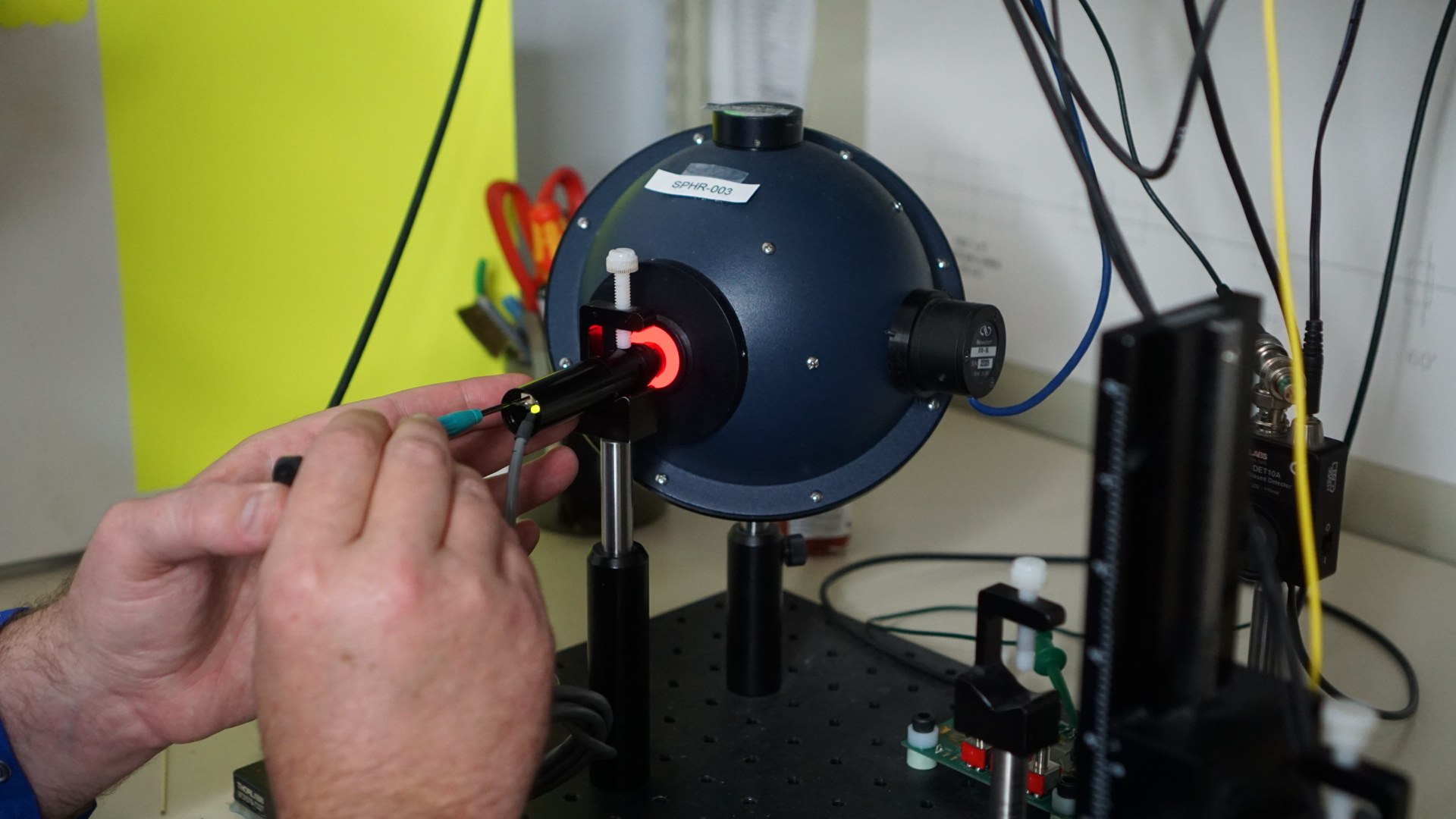Integrated Power Sphere being used during Quality Control process for precise optical power verification